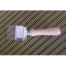 Вилка для распечатки сот прямая, деревянная ручка